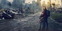 Moretz Protects Baby Brother in The 5th Wave Poster