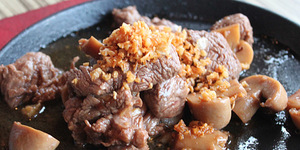 Recipe: 4-Step Sizzling Salpicao of 121 Bar and Grille Restaurant