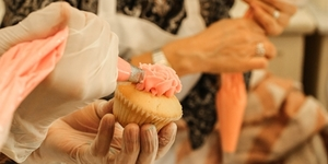 Learn How to Design Cupcakes with M Bakery's Cupcake Icing Classes!