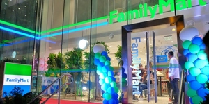 LOOK: The World's Biggest FamilyMart is Now Serving at BGC!