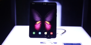 Smart Infinity Unfolds Samsung Galaxy Fold Via Midnight Release