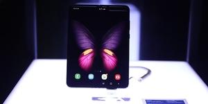 Smart Infinity Unfolds Samsung Galaxy Fold Via Midnight Release