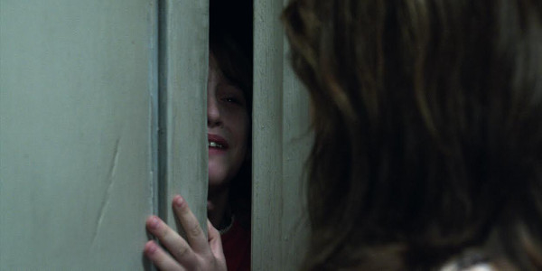 """Read more about the article Mother & Daughter Haunted by Evil Spirits in """"The Conjuring 2"""""""