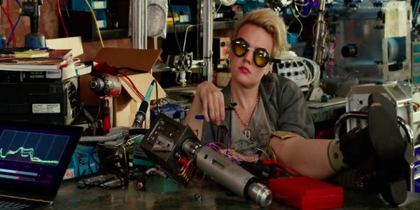"""""""SNL"""" Star Kate McKinnon Invents Gadgets that Capture Spirits in """"Ghostbusters"""""""