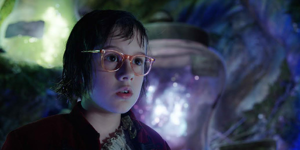"""Read more about the article Newcomer Ruby Barnhill Walks Tall in """"The BFG"""""""