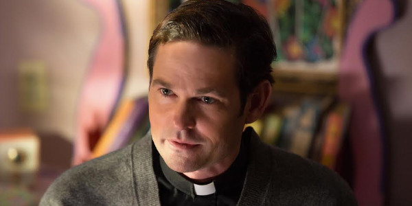 """Read more about the article """"E.T.'s"""" Henry Thomas, a Tormented Priest in """"Ouija: Origin of Evil"""""""