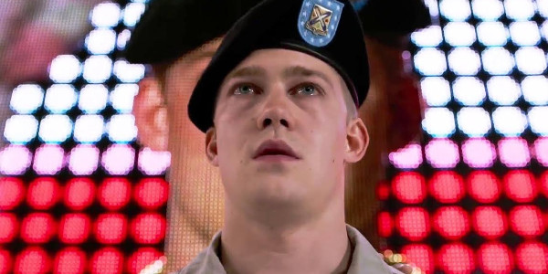 """Read more about the article """"Billy Lynn's Long Halftime Walk"""" — From Acclaimed Novel to the Big Screen"""