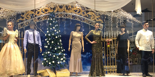 Read more about the article IN PHOTOS: Landmark's Living Mannequins Deliver Christmas Cheer