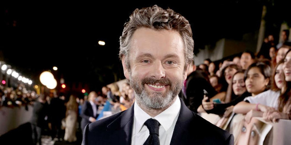 Michael Sheen, an Android Bartender in Passengers