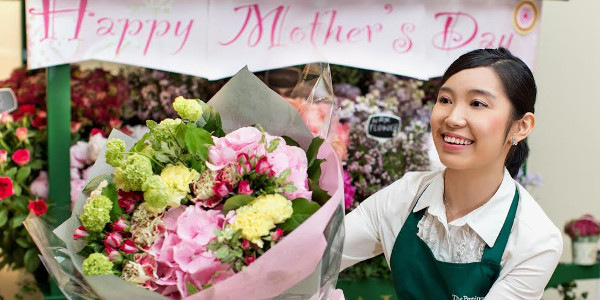 The Peninsula Manila says It's Payback Time for Moms on May 14, Mother's Day
