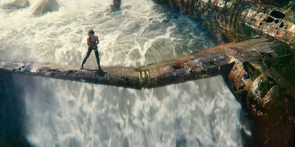 """Tomb Raider"" Star Alicia Vikander Greets Philippines"