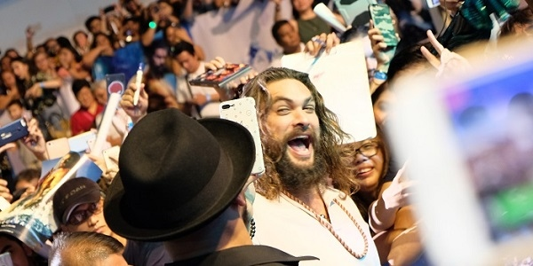 #AquamanPH: Jason Momoa Thrills the Thirsty Fans at the 'Aquaman' Manila Fan Event and Blue Carpet