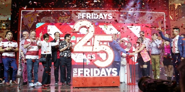 TGIFridays Celebrated 25th Anniversary with a Grand '90s Party