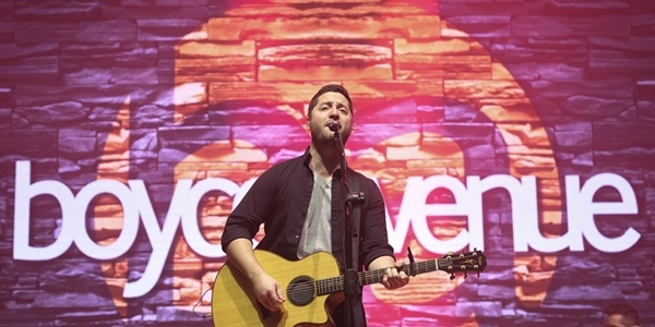 Read more about the article IN PHOTOS: An Acoustic Valentine's with Boyce Avenue Live in Manila