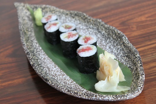 Negitoro Maki/Temaki(P250): chopped fatty tuna belly and spring onion roll or hand roll
