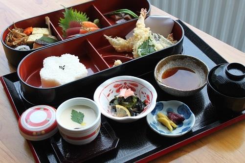Ryo Goku Gozen Bento (P550): set with appetizers, assorted sashimi, salad, roll sushi, chawan mushi, gindara teriyaki, tempura, and desserts