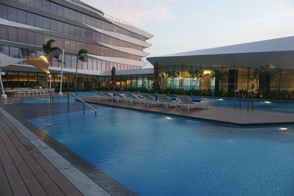 In Photos Luxury Hotel 39 Conrad Manila 39 Officially Opens To The Public Clickthecity Travel