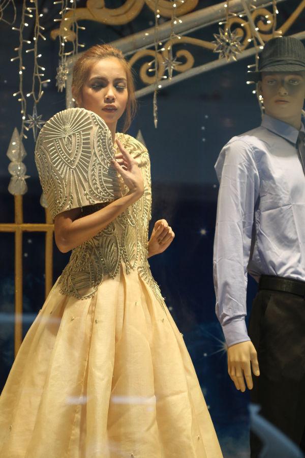Landmark Christmas Live Mannequin