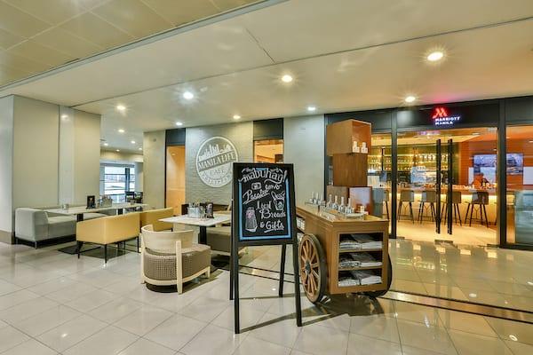 coffee restaurant manila life caf marriott hotel 39 s. Black Bedroom Furniture Sets. Home Design Ideas