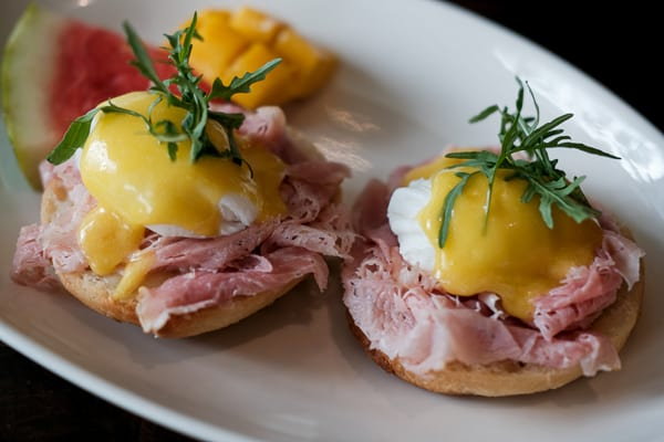 Eggs Benedict with Creamy Hollandaise Sauce
