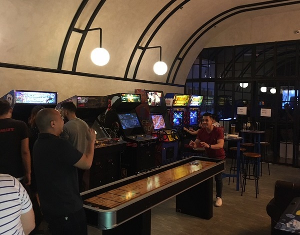 Bar restaurant 39 versus barcade 39 lets you play old school for Food bar games free online