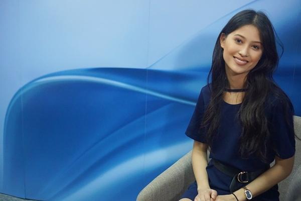 Maureen Wroblewitz Asia's Next Top Model ASUS Zenbook Flip S