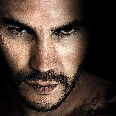 Taylor Kitsch, a Badass Trained Killer in 'Savages ...
