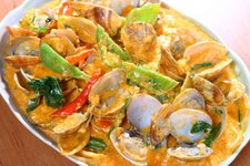 Stir Fried Clams in Thai Style Curry