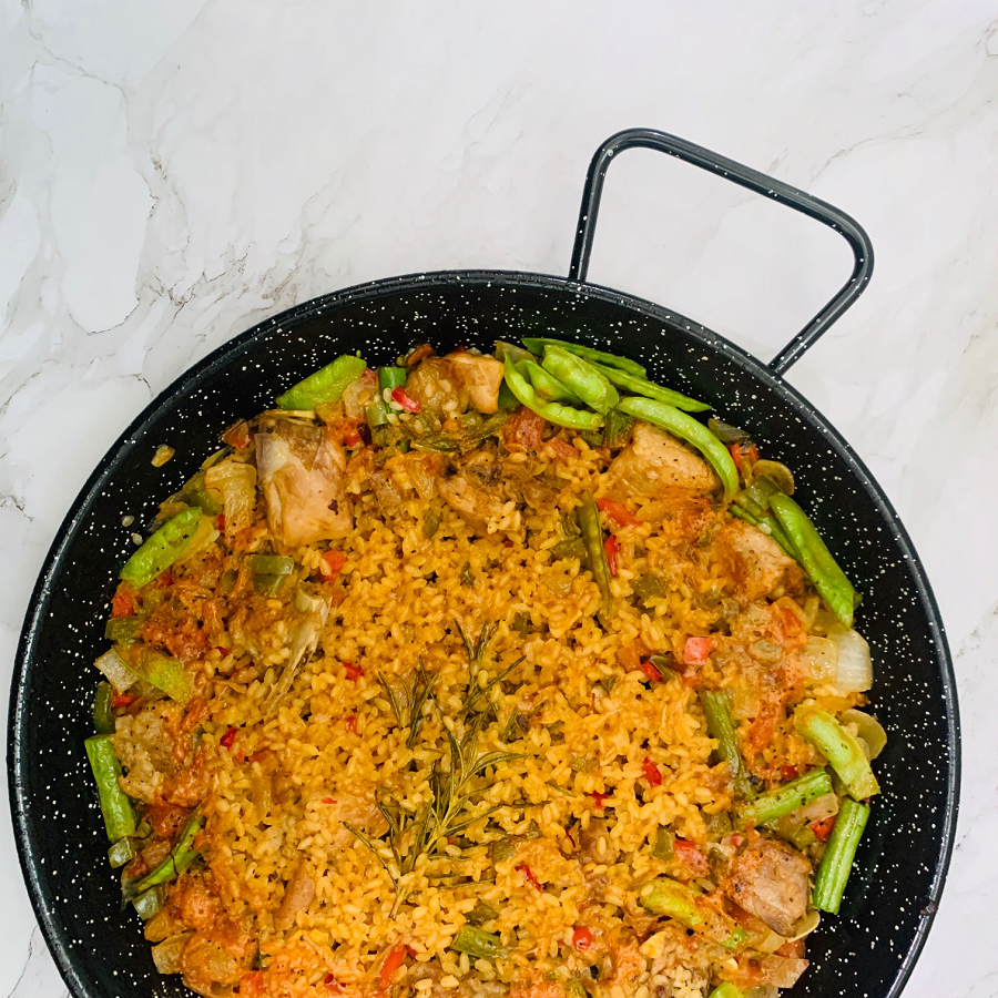 Learn how to cook Paella Valenciana at home!