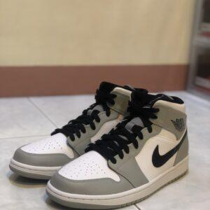 Jordan 1 Mid Smoke Grey
