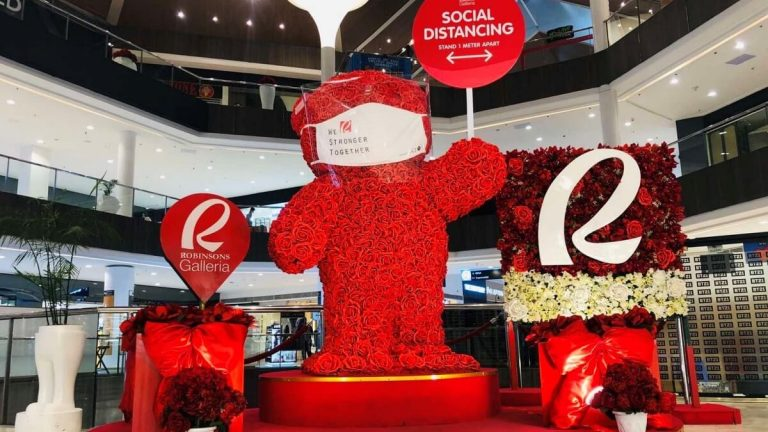 This Life-Size Bear at Robinsons Galleria Reminds Us to Be Responsible Amid COVID-19