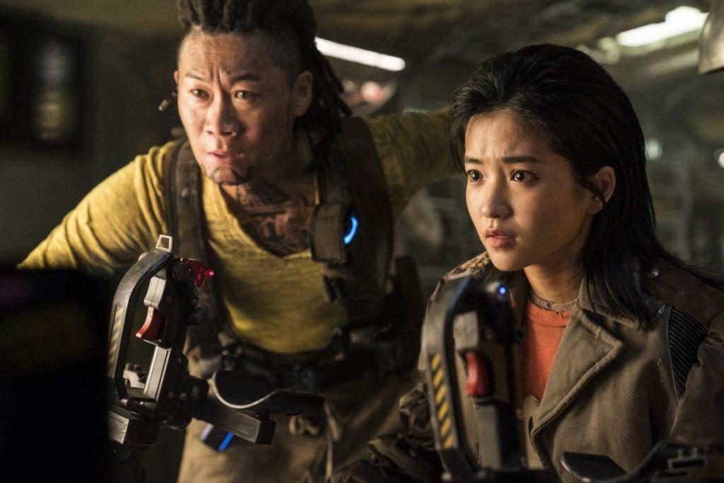 Jin Sun Kyu as Tiger Park and Kim Tae Ri as Captain Jang