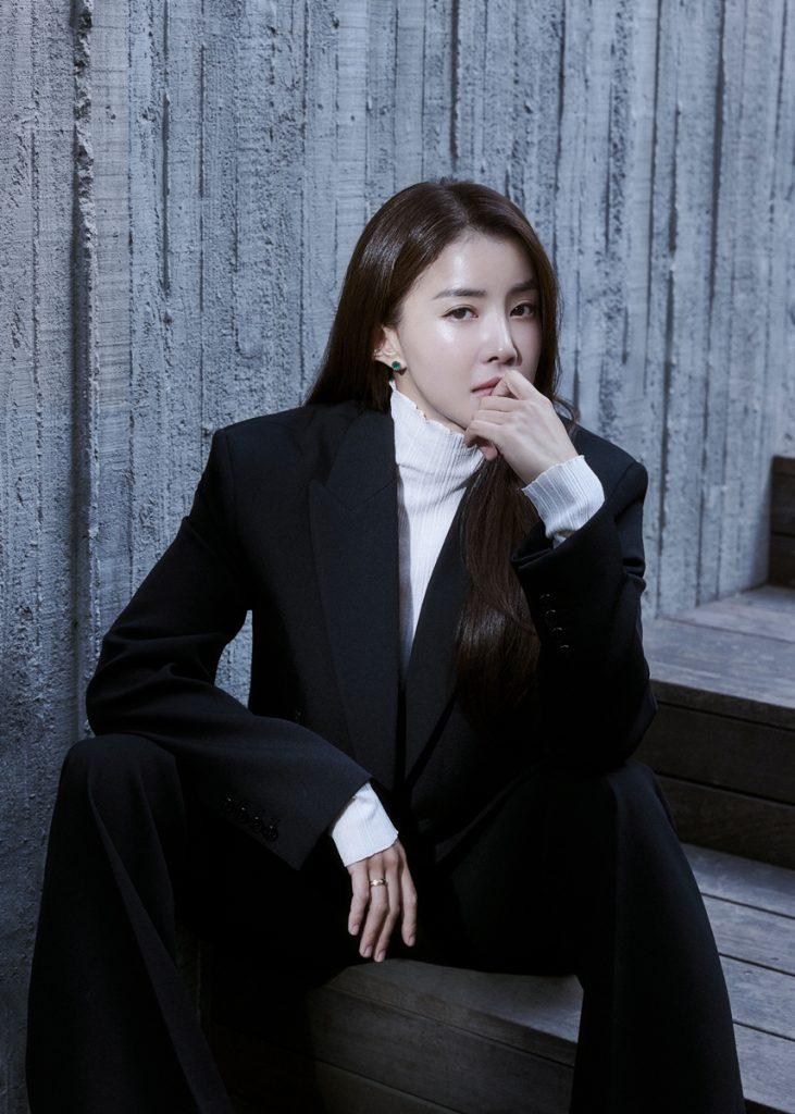 Lee Si Young as Seo Yi Kyung