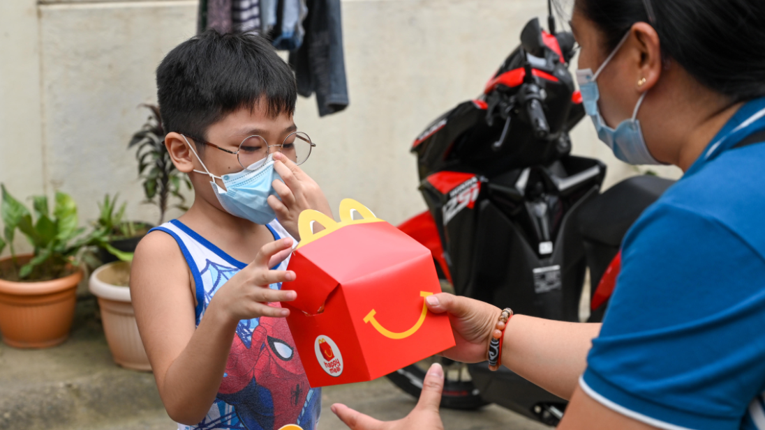 McDonald's Spreads Happiness To Children This Christmas Through Their Happy Meal Buy 1 Share 1 Program