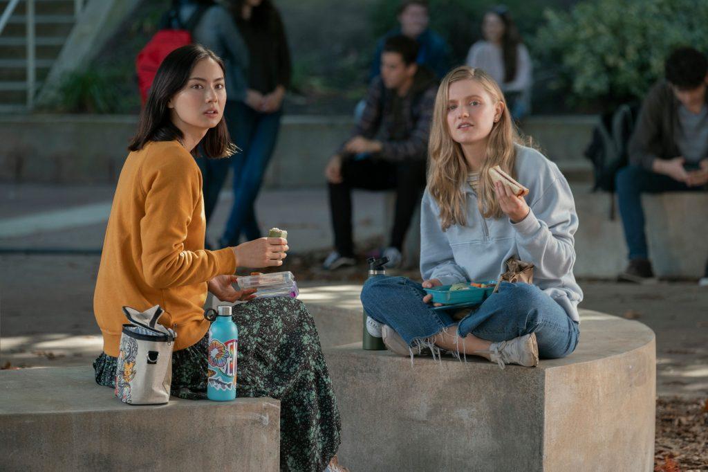 Lauren Tsai as Claudia and Hadley Robinson as Vivian in Moxie
