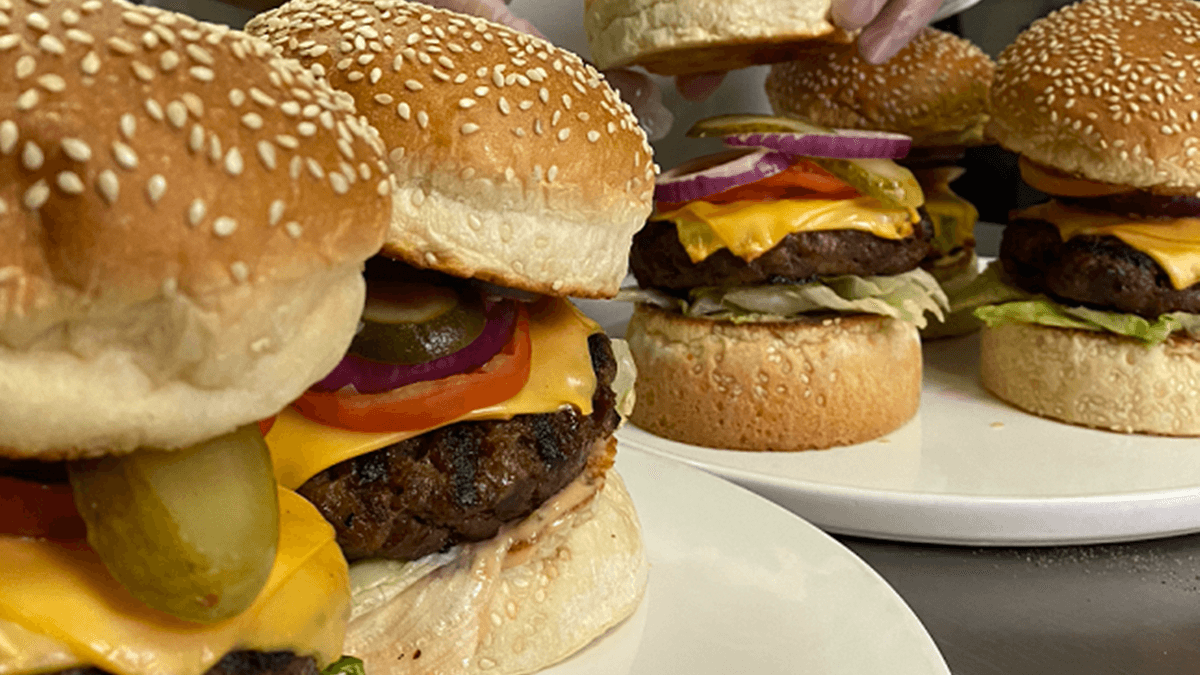 Read more about the article Manila Marriott is Offering Cheeseburgers for only P188 this September 18!